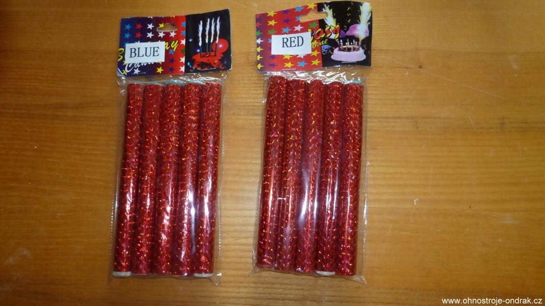 Pro tvorbu ohnivých nápisů se používají nápisové svíčky. Zde modrá a červená