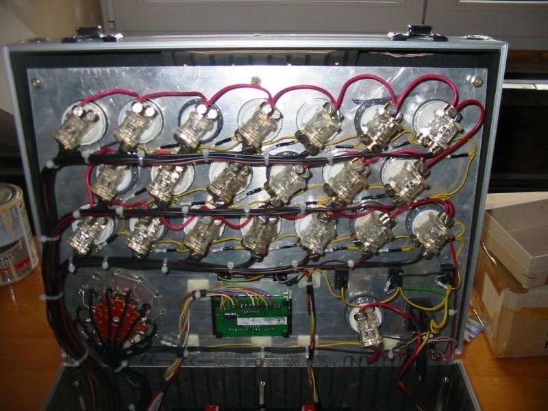 Pohled na spínače a číselný panel stopek